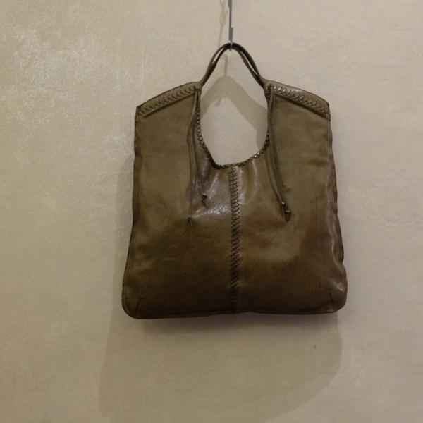 borsa donna campomaggi prodotto artigianale italiano in pelle di vacchetta lavorata a mano e in color verde militare
