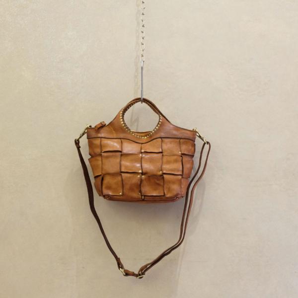 borsa donna Campomaggi prodotto 100% made in italy in pelle di vacchetta color cognac intrecciate.