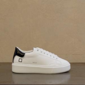 d.a.t.e. sneaker donna sfera calf white black in pelle bianca e tallone in pelle lucida color nero. Tutti i materiali sono made in italy