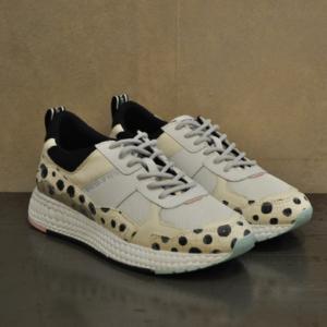 pulsante per acquistare sneaker moa 1453
