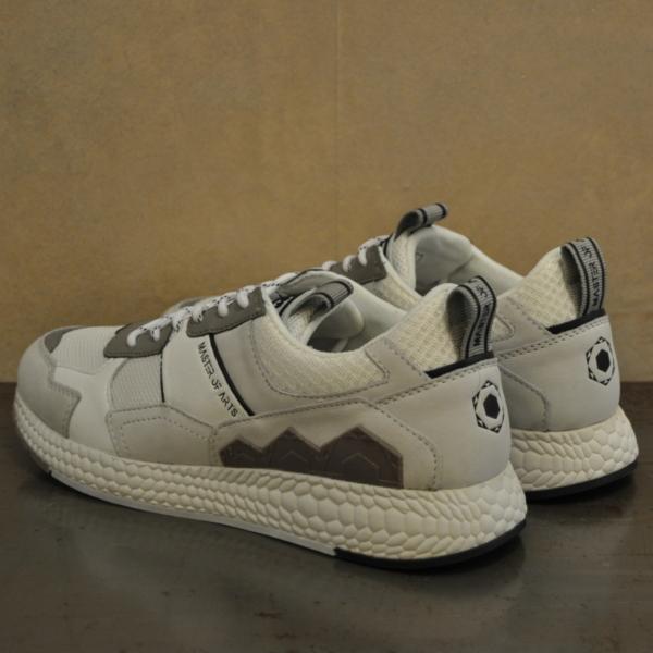 pulsante per acquistare sneaker moa running futura 1329