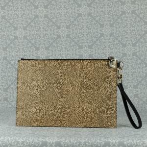 Borbonese pochette è perfetta come borsetta o come busta porta oggetti e documenti all'interno di una borsa più ampia. Scoprila sul nostro shop.