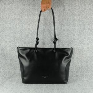 Pratica, elegante e sportiva al tempo stesso, la borsa a spalla Gianni Chiarini è in pregiata pelle. Scoprila sul nostro shop. colore nero