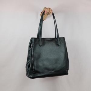 Gianni Chiarini borsa shopping pratica, capiente in pregiata pelle martellata è perfetta per l'uso quotidiano. Scoprila sul nostro shop.