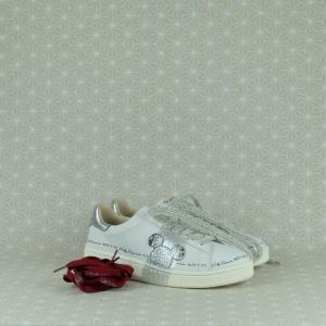 MOA grand master Disney serie speciale in pelle bianca e sagoma Topolino in glitter sul lato esterno. Lacci in cotone rosso o lana bianca