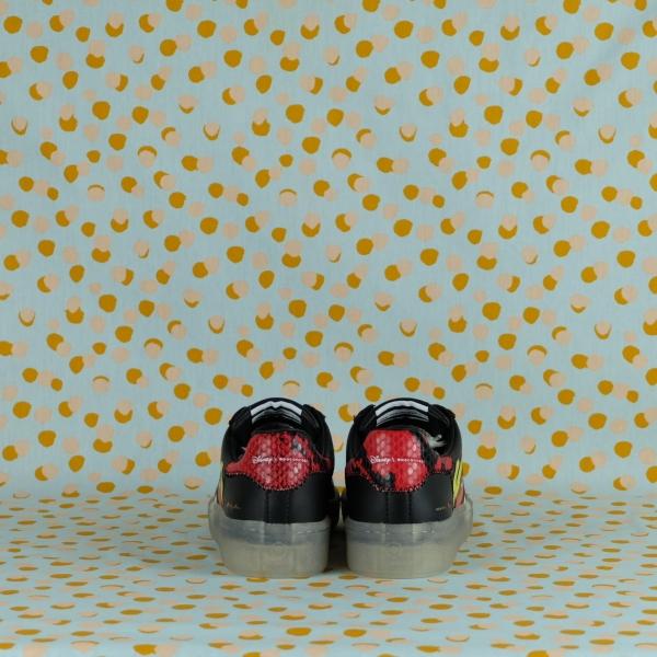 MOA giovane brand Made in Italy propone ogni stagione sneakers donna e uomo originali nel design e di alta qualità. Scoprile online.