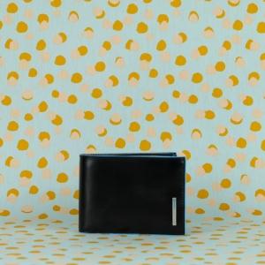 Piquadro portafoglio uomo in pelle con scomparti carte e portamonete. Pratico ed essenziale, acquistalo sul nostro shop online