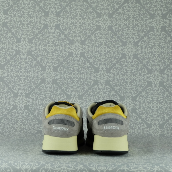saucony shadow 6000 70441/21 grey balck sneaker uomo con lacci in due colori e suola super ammortizzata. In vendita su www.stefanoascari.it